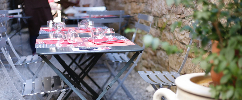 Au Hasard Balthazar le restaurant des Bouriettes à Martel - photo de la venelle - Camille Hacout